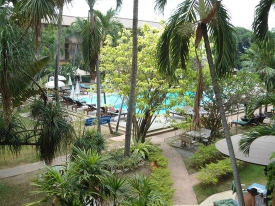 Basaya Beach Hotel & Resort: Вид из номера на бассейн