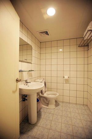 Mr Lobster's Secret Den Design Hostel: Bathrooms