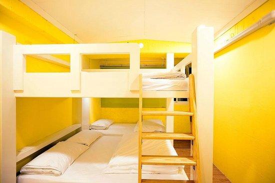 Mr Lobster's Secret Den Design Hostel: Good Morning Family Room