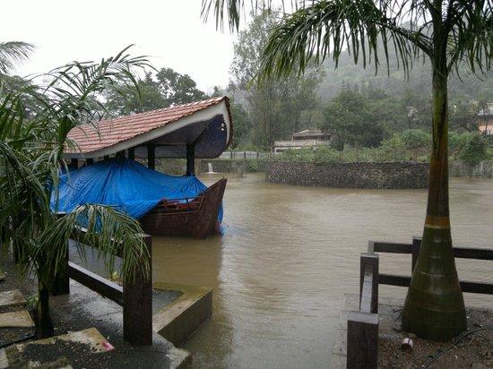 Mystica Resort: Boat of the resort