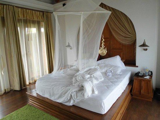Royal Muang Samui Villas: Schlafzimmer