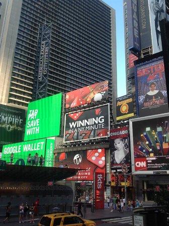 The Manhattan at Times Square Hotel : a coté de l'hotel
