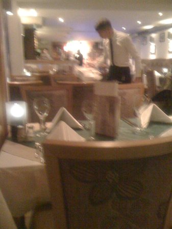 La Cucina: Lovely table settings.  Very clean and tidy.