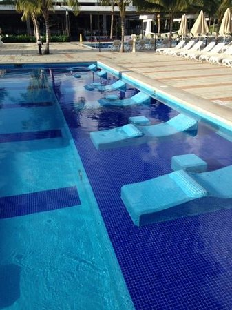 Hotel Riu Palace Mexico: One of the pools