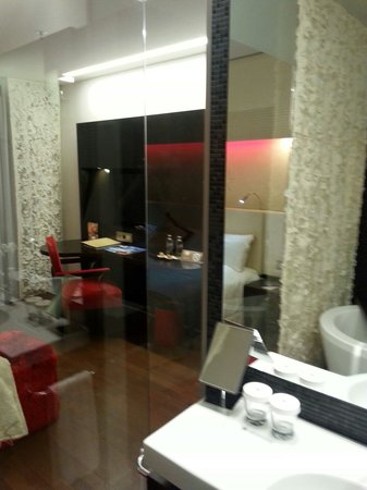 Iberostar Grand Hotel Budapest: Bath view