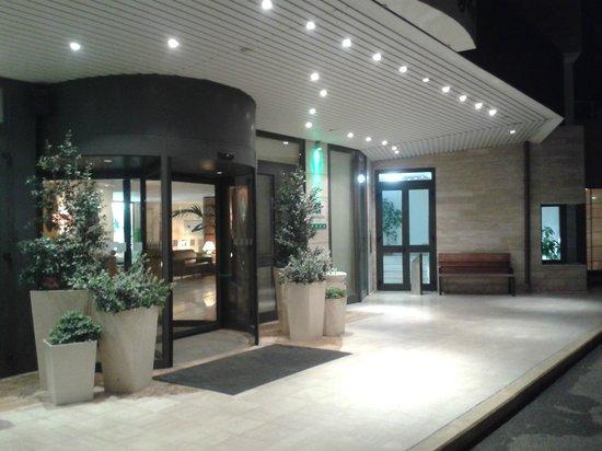 Holiday Inn Cagliari : Ingresso dell'hotel