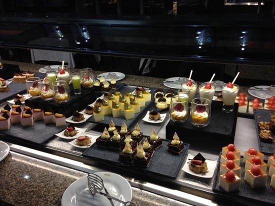 Hotel Riu Palace Mexico: Dessert selection