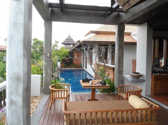 Royal Muang Samui Villas : Sitzplatz beim Pool