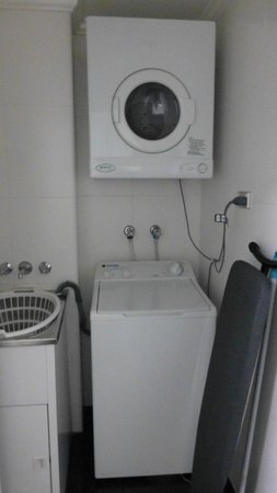 Meriton Suites Bondi Junction: Very useful laundry room
