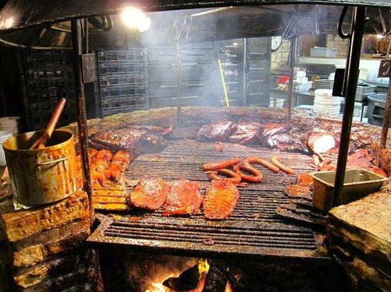 Salt Lick BBQ: The Pit !