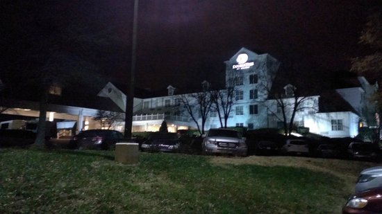 DoubleTree by Hilton Hotel Raleigh-Durham Airport at Research Triangle Park: Night view