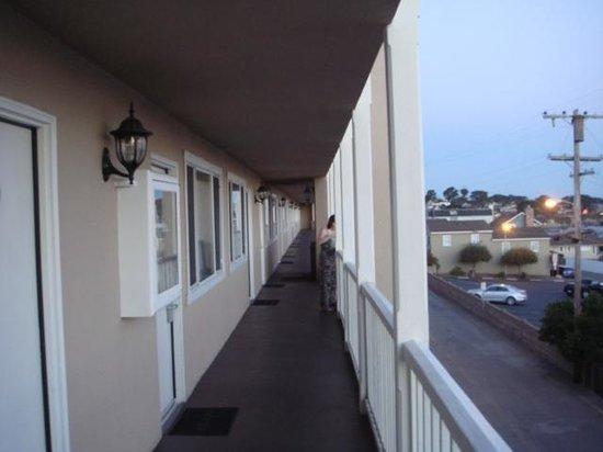 Lovers Point Inn: Balcony