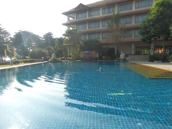 The Imperial River House Resort: piscine
