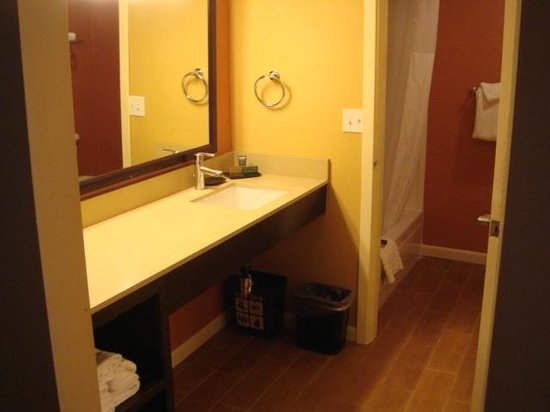 SeaCrest OceanFront Hotel : Suite Bathroom