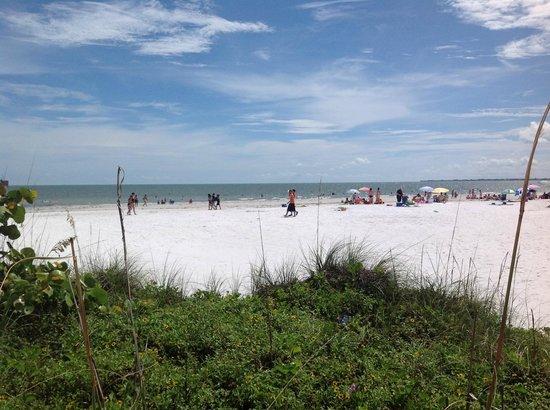 Outrigger Beach Resort : la plage
