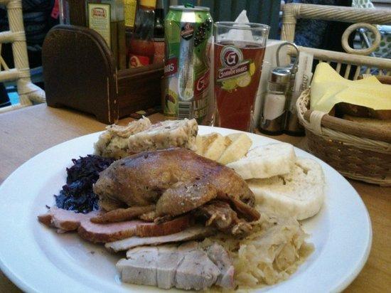 Staromestska Restaurant : Assiette Morave de mariage ( pour gros mangeur...)