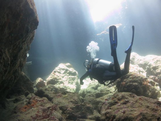 Vigilant Divers Anguilla: Dive Site 'Hole in the Wall'