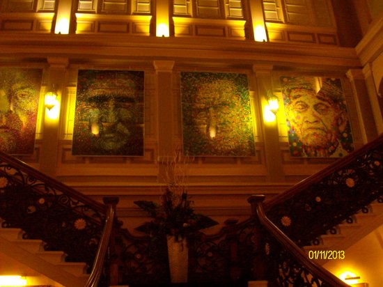 Royal Highland Hotel : the grand staircase