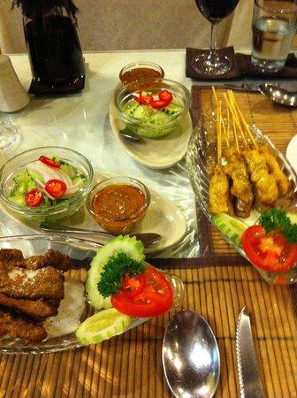 Orchids : Vorspeise Satay Rind und Poulet köstlich