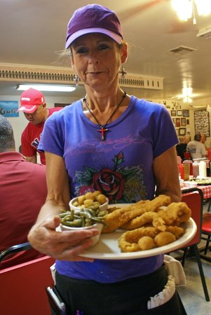 Mel's Country Cafe: The help is as friendly as the food is tasty . . . a great stop while in Tomball, Texas