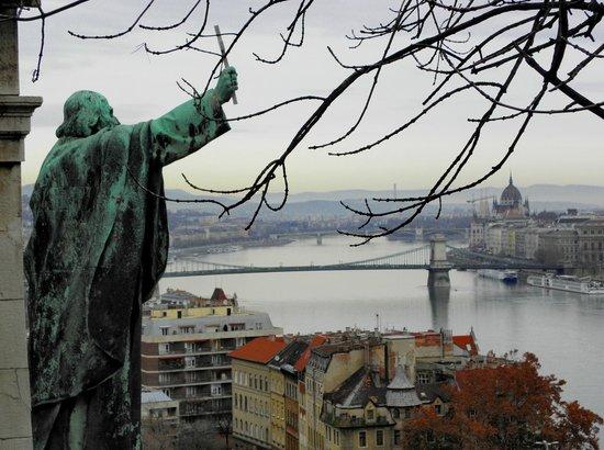 Gellértberg und Freiheitsstatue (Gellért-hegy): s.gellert e il danubio