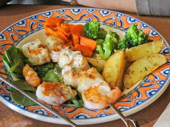 Fat Olives Restaurant: Seafood skewer