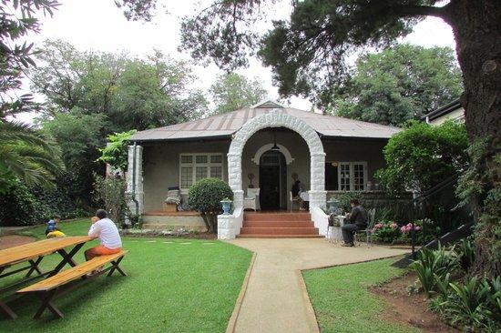 Ginnegaap Guesthouse: Nice garden