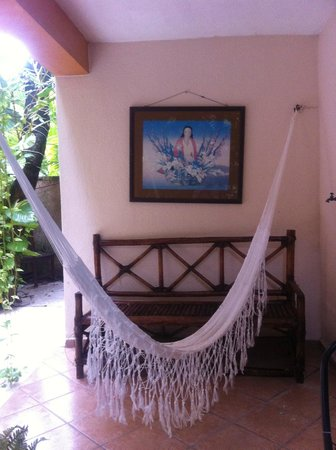 Hotel Hul-Ku: Hammocks outside of several rooms