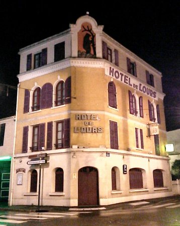 Hôtel de L'Ours : La facade de l'hotel