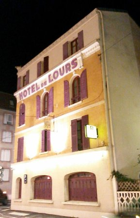 Hotel de L'Ours: La facade de l'hotel