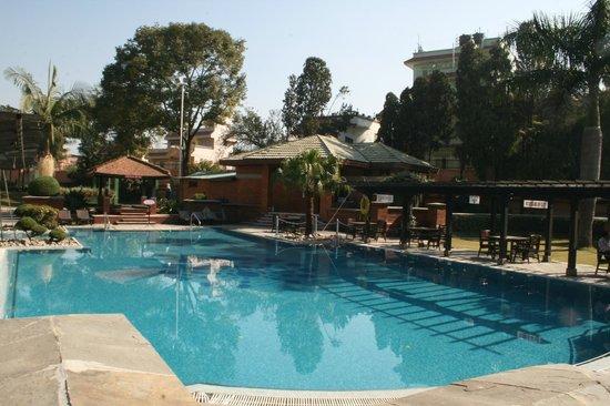 Crowne Plaza Kathmandu-Soaltee: Hotel pool