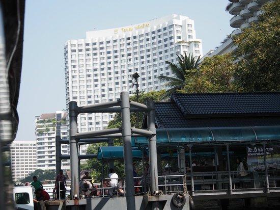 Shangri-La Hotel,Bangkok : hotel from the river