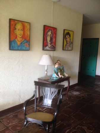 Hotel El Convento: antique furniture combined with modern art
