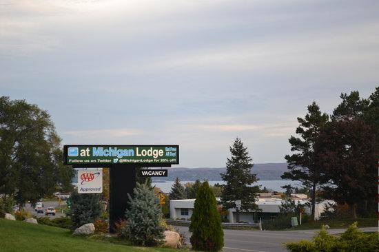 @ Michigan Inn & Lodge : Little Traverse Bay
