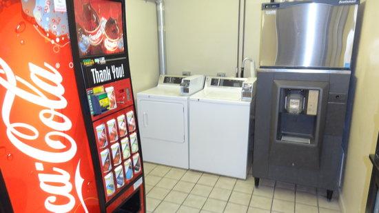 @ Michigan Inn & Lodge : Vending Room