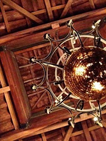 KOKi Beach Restaurant & Bar: Lighting