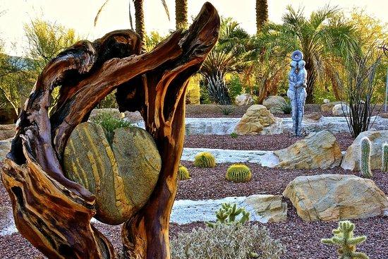 Miraval Arizona Resort & Spa : Art installations in gardens.