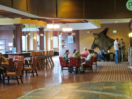 Embassy Suites by Hilton Anchorage: Breakfast satellite seating area