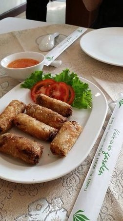 Hanoi Garden Restaurant: yummy spring roll in vegetarian set lunch