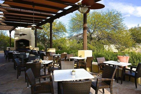 Miraval Arizona Resort & Spa: The restaurant patio.