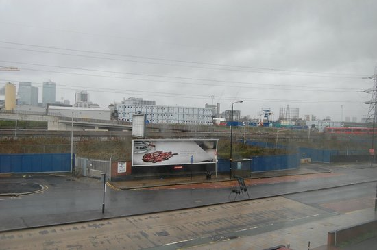 Holiday Inn Express London Royal Docks - Docklands : View from the window