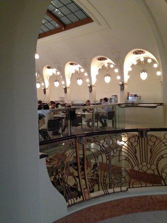 K+K Hotel Fenix : la bella sala sospesa per la colazione