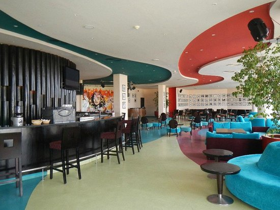 Hilton Sharks Bay Resort: спорт бар