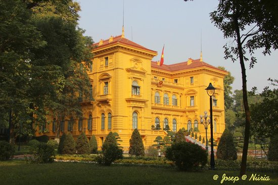 Ho Chi Minh Presidential Palace Historical Site: Ha Noi : Palacio Presidencial * Presidential Palace