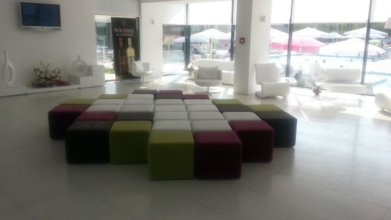 Hotel Melodia : The lobby, very modern and European