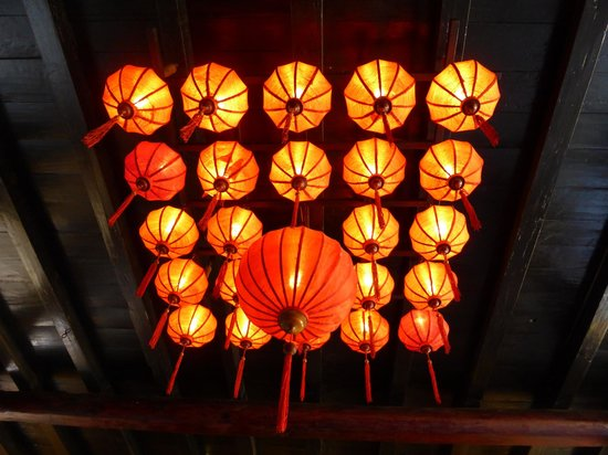 Vinh Hung Heritage Hotel: Lanterns a feature