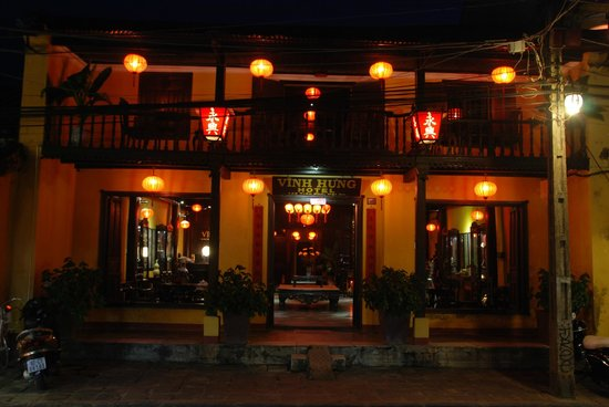 Vinh Hung Heritage Hotel: By night
