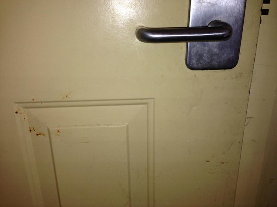 Econo Lodge  Inn & Suites Maingate Central: Room door