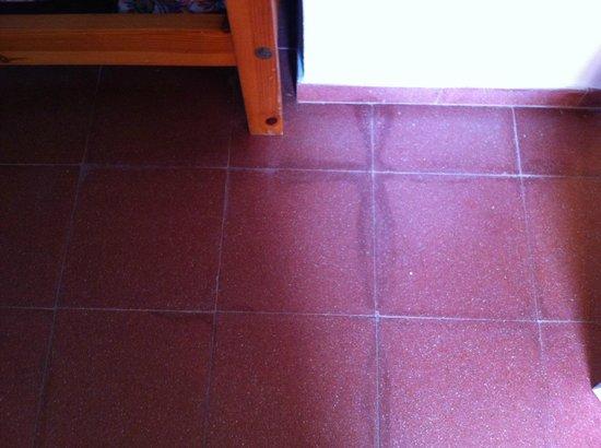 Globales Lord Nelson: il pavimento rovinato ma pulito
