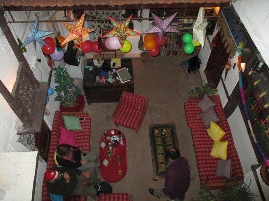 Castle View Home Stay: la réception vue de l'étage